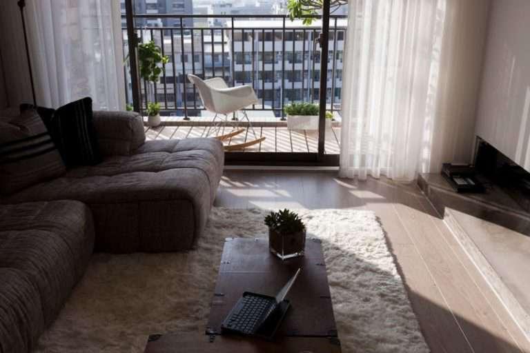 Гостиная с балконом — 100 фото идей в интерьере