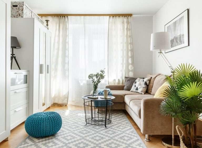 Интерьер гостиной с балконом — советы по отделке, множество фото идей