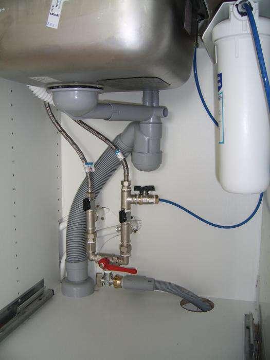 Как подключить посудомоечную машину к водопроводу и канализации: к какой воде подсоединить, инструкция по подключению посудомойки