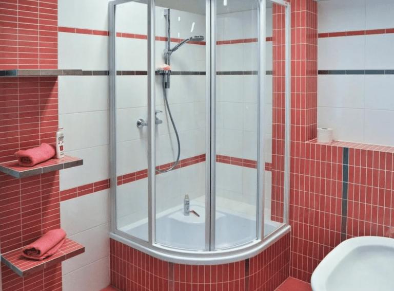 Как выбрать душевую кабину: в маленькую ванную, советы профессионалов, для частного дома, цены, для дачи, отзывы