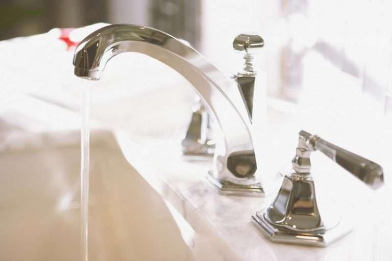 Причины, последствия и решение проблемы, если из крана холодной воды течет горячая